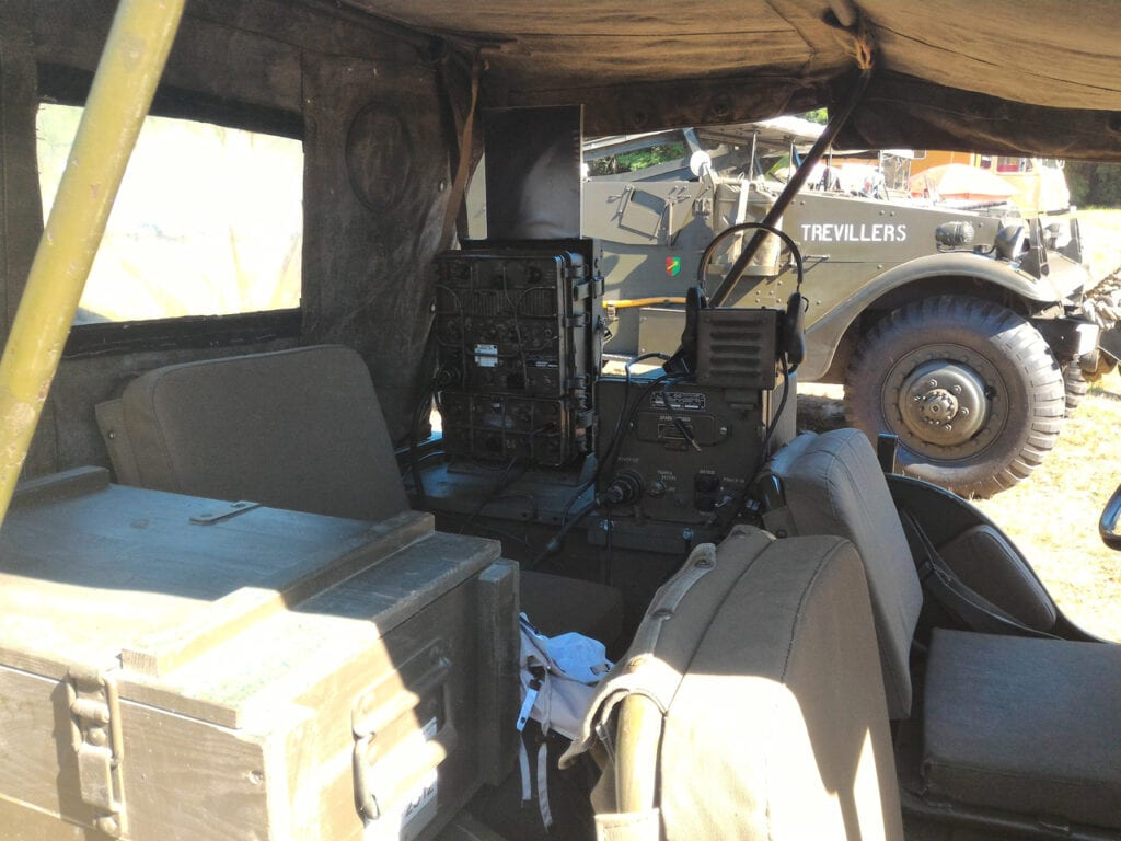 Jeep Willys Radio WWII interior